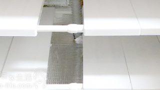 あらゆるパターンで使えそうな可変式の収納棚をシンク下に設置しました。