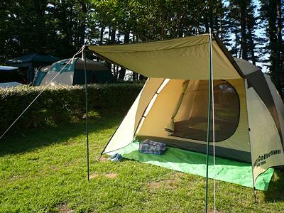 御所の台オートキャンプ場でテント張った様子