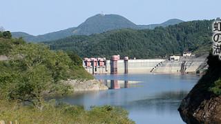 外でのんびりお弁当でも食べてゆっくり過ごせそうな青森県黒石市の道の駅・虹の湖。